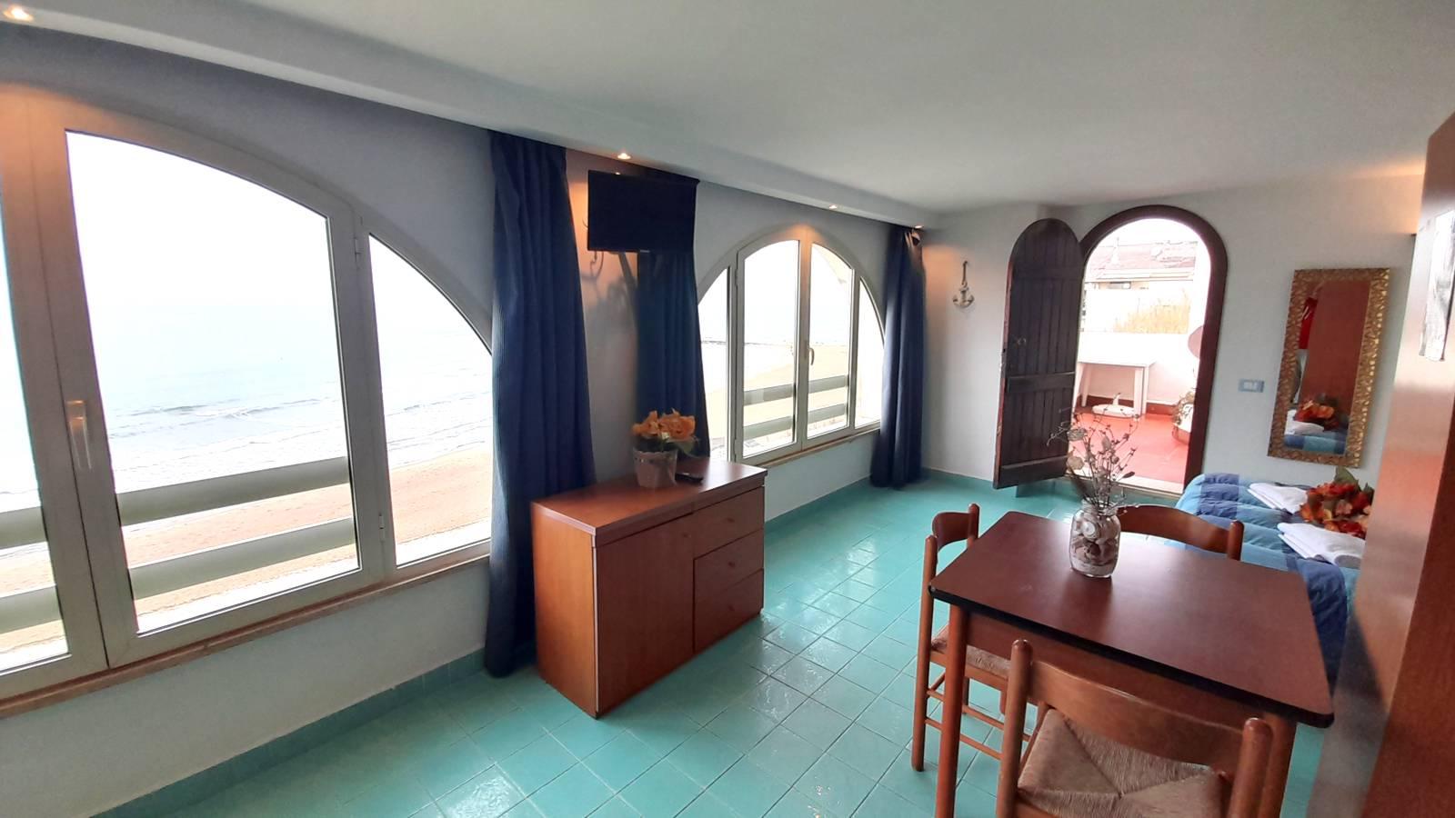 elianto_residence_anzio_appartamenti_fronte_mare_hotel_orchidea_interno_24