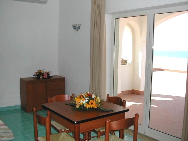 elianto_residence_anzio_hotel_appartamenti_fronte_mare_ginestra_1