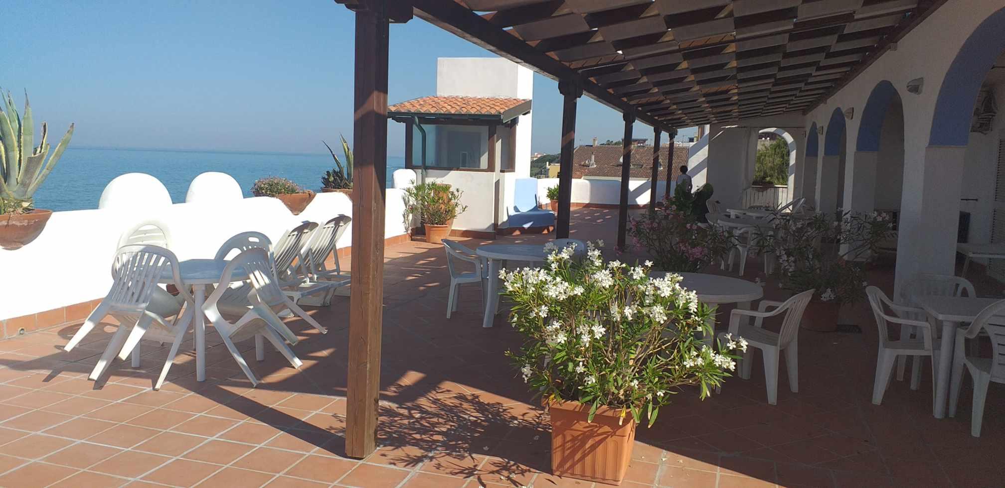 elianto_residence_anzio_hotel_appartamenti_fronte_mare_ginestra_esterno_4