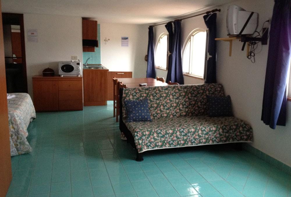 elianto_residence_anzio_appartamenti_fronte_mare_hotel_anemone_interno_2
