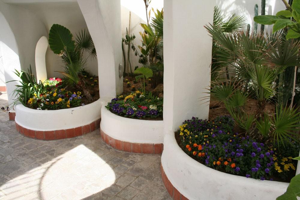elianto_residence_anzio_hotel_appartamenti_vacance_mare_oleandro_esterno_8