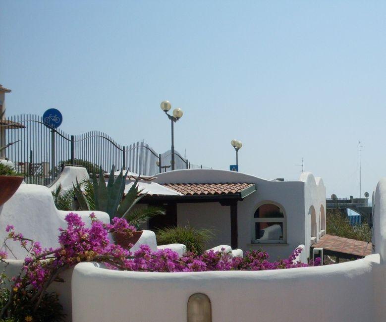 elianto_anzio_residence_appartamenti_vacance_anemone_esterno_2